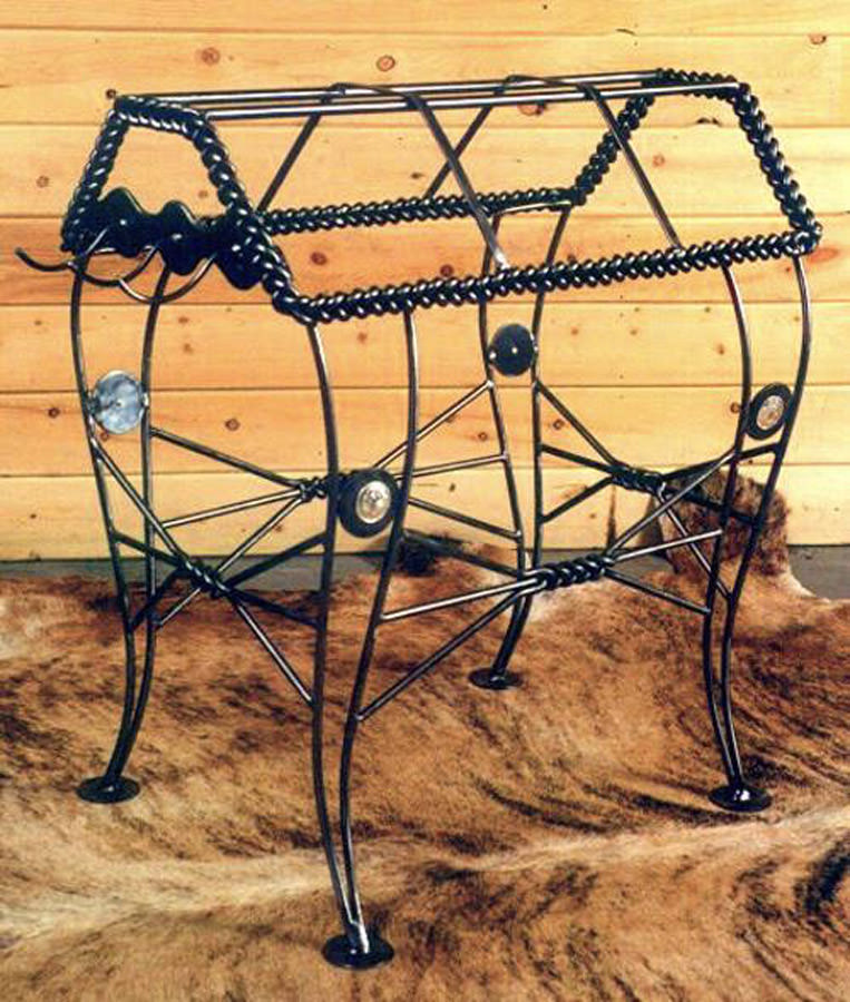 Braided Saddle Stand