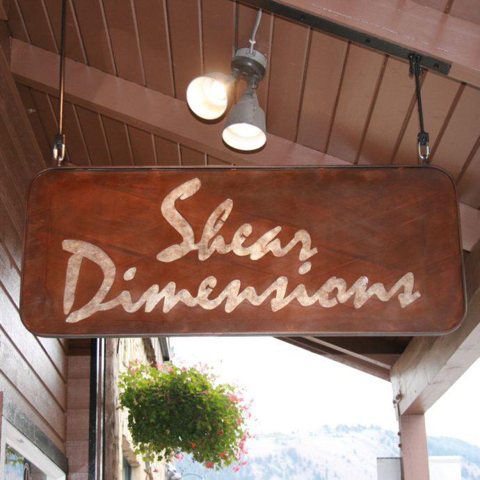 sign_sheerdimensions_hanging